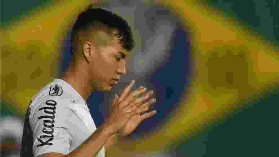 Kaio Jorge faz sua oração antes de duelo entre Santos e Santo André - Ivan Storti/Santos FC