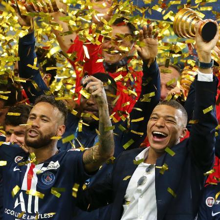 Neymar e Mbappé comemoram conquista da Copa da França 2020 pelo PSG - Jean Catuffe/Getty Images