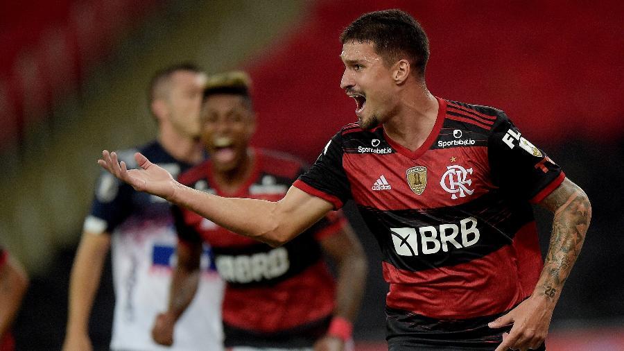 Thuler marca seu primeiro gol no Maracanã e fala sobre vaga no time titular