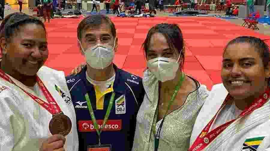 Maria Suelen (à direita) e Bia Soares (à esquerda) com medalhas em Budapeste - Reprodução/Instagram