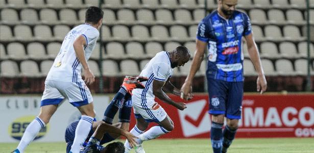 2 a 0 no Mineiro | Cruzeiro desencanta, bate a URT e vence a 1ª com Conceição