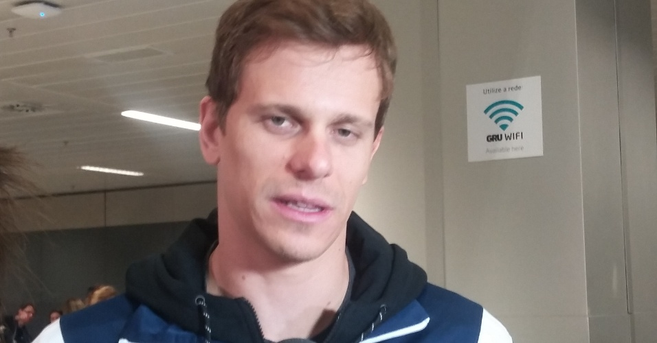César Cielo desembarca no Brasil após disputa do Mundial de esportes aquáticos de 2015, em Kazan (Rússia)