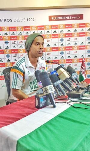 Ronaldinho concede entrevista coletiva nas Laranjeiras: má fase em foco
