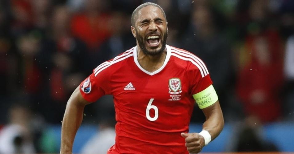 Williams comemora gol de País de Gales contra a Bélgica na Eurocopa