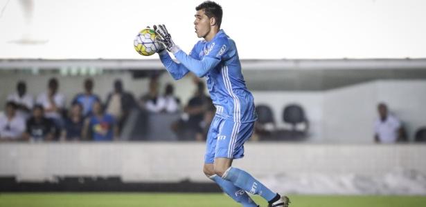Vinícius Silvestre estreou no time principal do Palmeiras contra o Santos em 2016