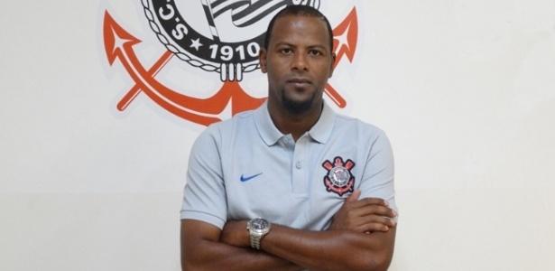 Fabinho passa a integrar comissão técnica do Corinthians nos profissionais