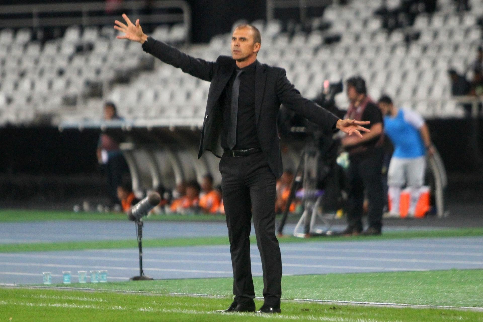 a09188c44f Milton Mendes não resiste a má fase e é demitido do Vasco após cinco meses  - Esporte - BOL
