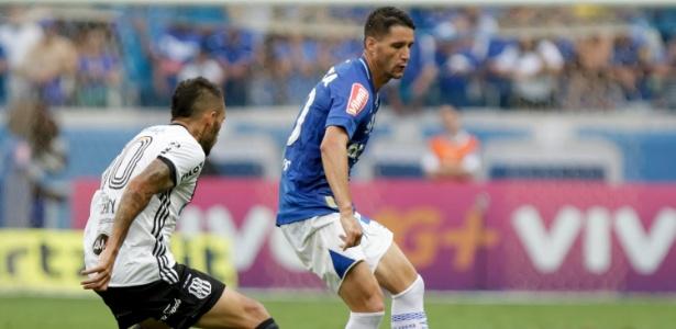 Thiago Neves em ação pelo Cruzeiro