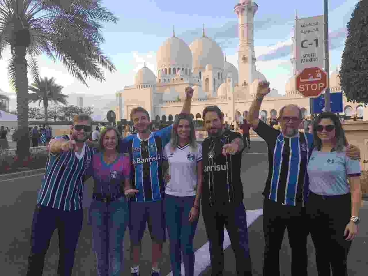 Gremistas vão à terceira maior mesquita do mundo e fazem oração pelo bi - Luiza Oliveira/UOL Esporte