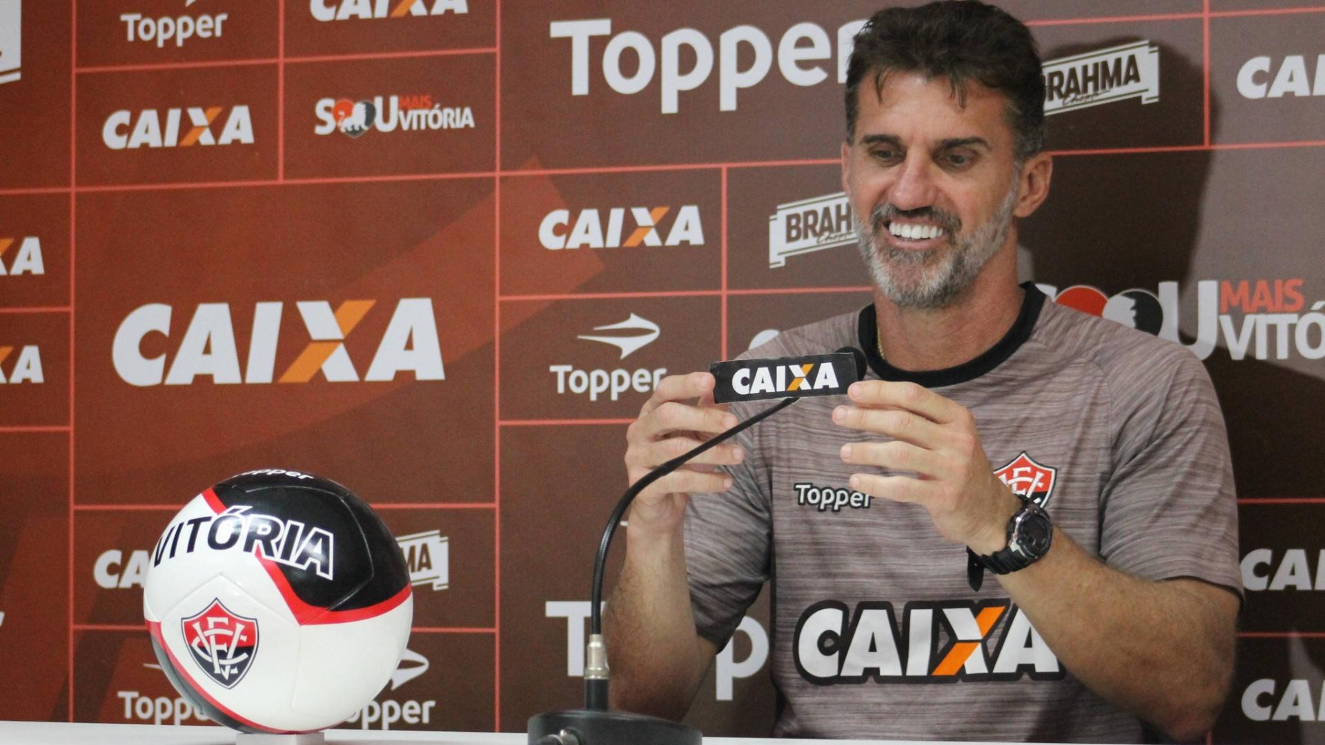 Vagner Mancini concede entrevista coletiva no Vitória