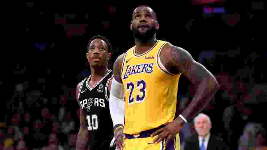 LeBron James durante partida dos Lakers contra os Spurs - Harry How/Getty Images/AFP