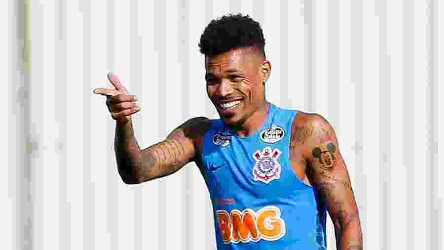 Júnior Urso em ação durante seu primeiro treino junto aos companheiros no Corinthians - Marco Galvão/FotoArena/Estadão Conteúdo