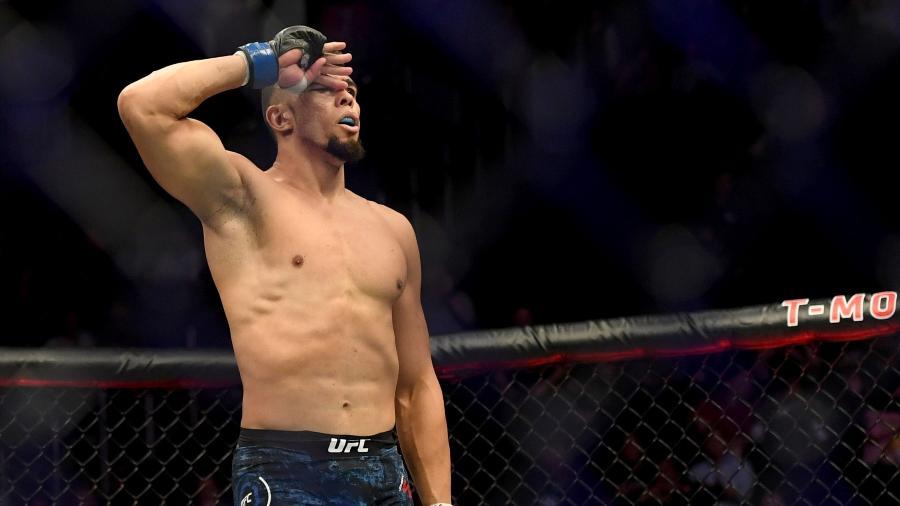 Johnny Walker comemora vitória sobre Misha Cirkunov no UFC 235 em Las Vegas - Hans Gutknecht/MediaNews Group/Los Angeles Daily News via Getty Images