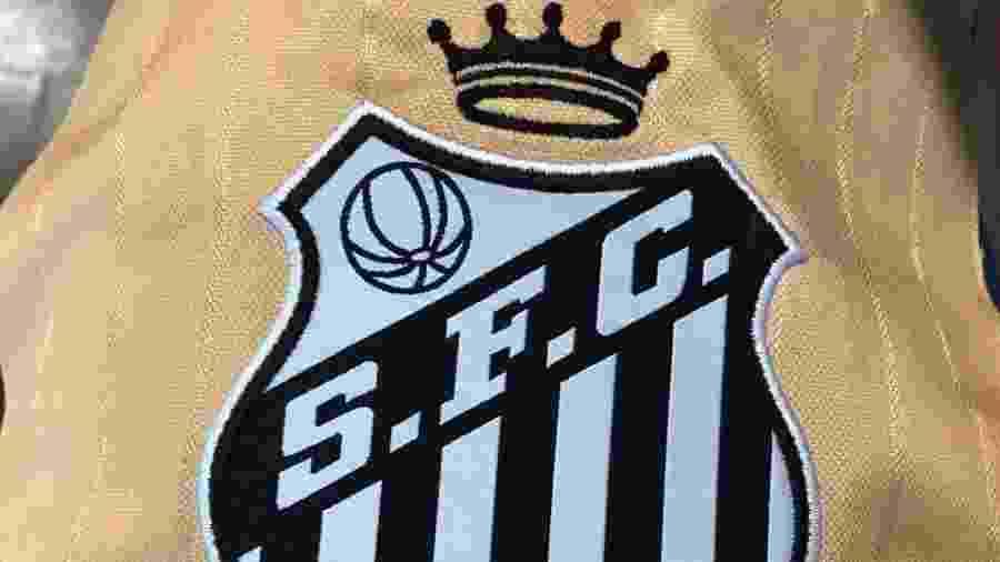 Santos estuda colocar coroa em escudo em homenagem a Pelé - Reprodução