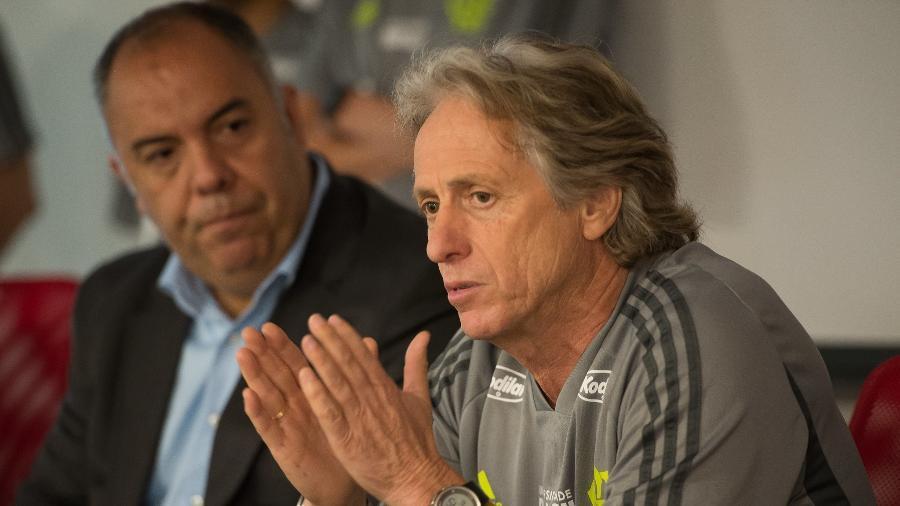Jorge Jesus conversa com elenco ao lado do vice de futebol Marcos Braz - Foto:Alexandre Vidal / Flamengo