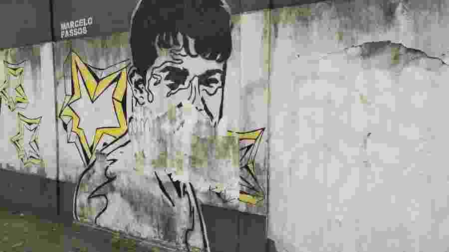 Imagem de Marcelo Passos no muro do CT Rei Pelé, do Santos - UOL