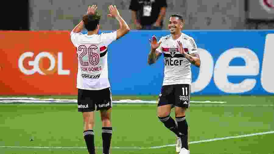 Luciano, atacante do São Paulo, comemora gol - Pedro H. Tesch/AGIF