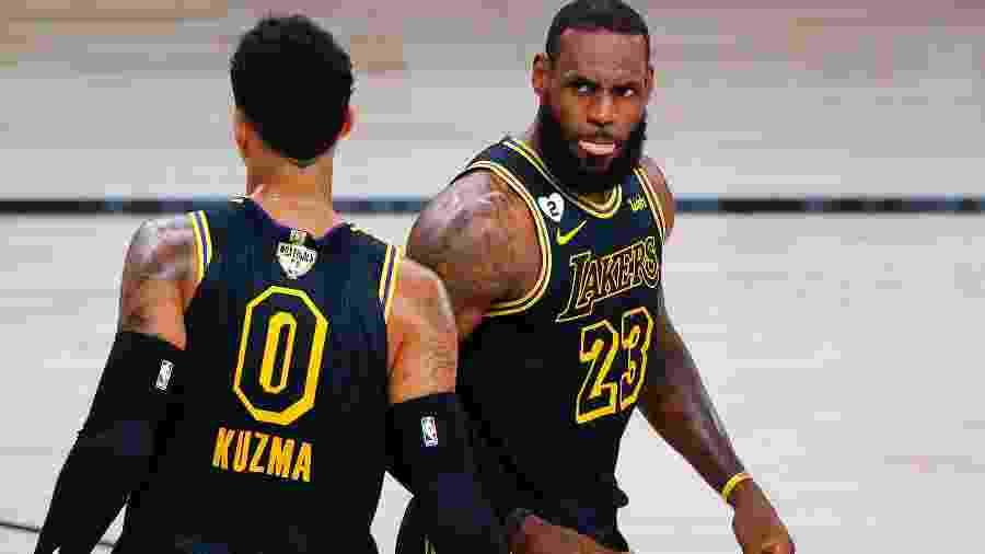 Os Lakers, de LeBron James, já usaram camisa em homenagem a Kobe no jogo 2 das finais da NBA - Getty Images