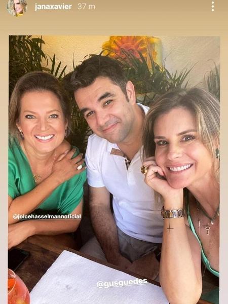 Foto postada por Janaína Xavier (d) com Joice Hasselmann (e) e namorado da apresentadora (c) abriu crise na Globo - Reprodução