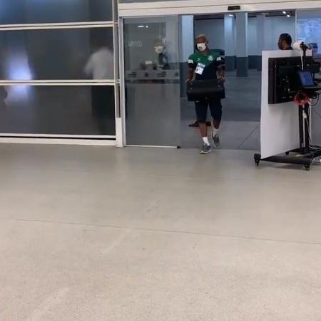 Com caixa de som e samba, Palmeiras chega ao estádio do Corinthians - Reprodução/Twitter Paulistão
