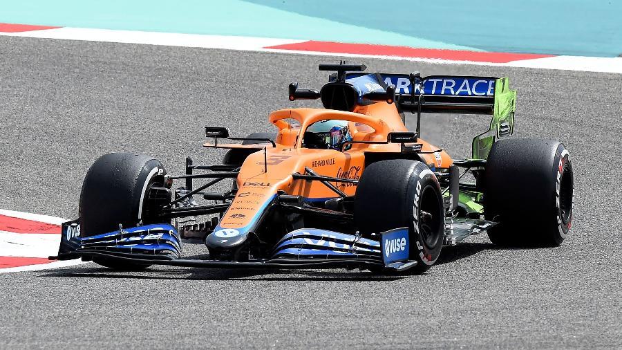 Daniel Ricciardo, da McLaren, durante primeiro dia de testes da pré-temporada da Fórmula 1 - Mazen MAHDI / AFP