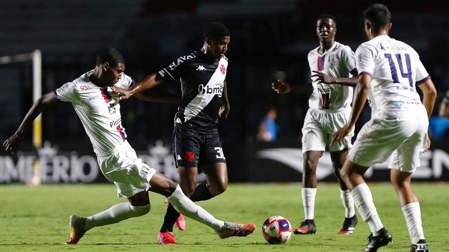 Cria do Vasco, volante Caio Eduardo fez a estreia no profissional no jogo contra o Resende - Rafael Ribeiro/Vasco