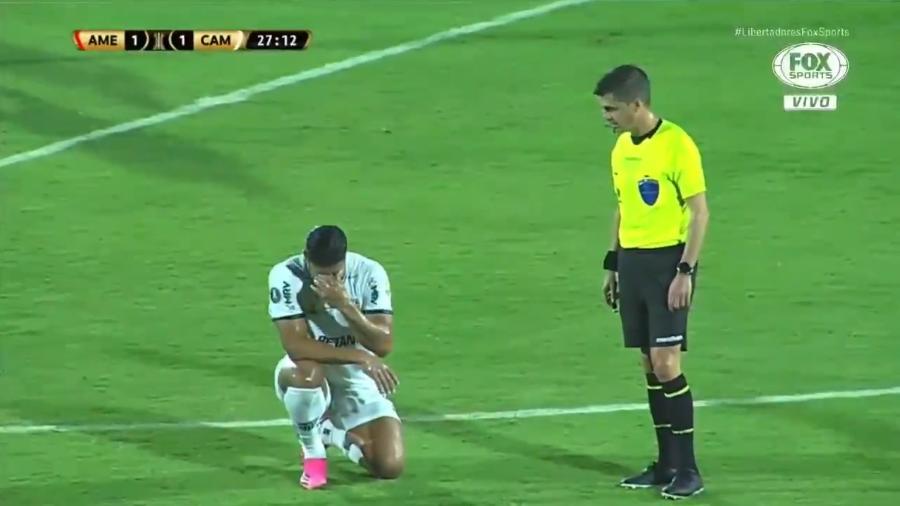 Hulk sofre com gás lacrimogêneo durante jogo da Libertadores - Reprodução