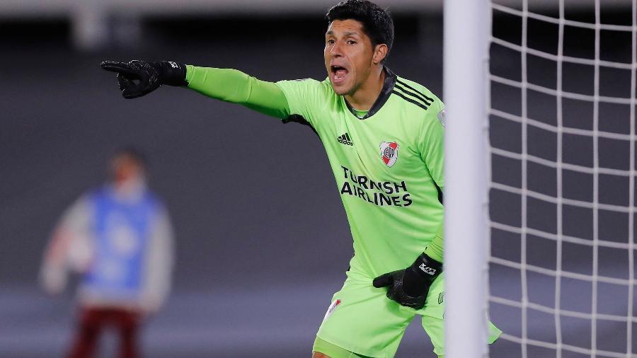 Volante Enzo Perez atuou como goleiro na partida entre River Plate e Santa Fe, pela Libertadores - AFP
