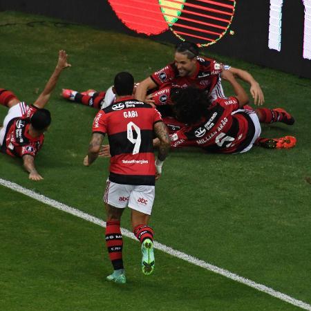 Jogadores comemoram o segundo gol - Mateus Bonomi/AGIF