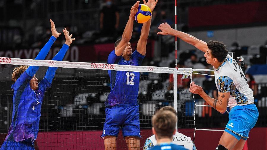 França e Argentina se enfrentam na semifinal do vôlei masculino nos Jogos Olímpicos de Tóquio - Yuri Cortez/AFP