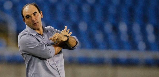 Ricardo Gomes deve utilizar Michel Bastos como titular no duelo deste final de semana - Vitor Silva / SSPress