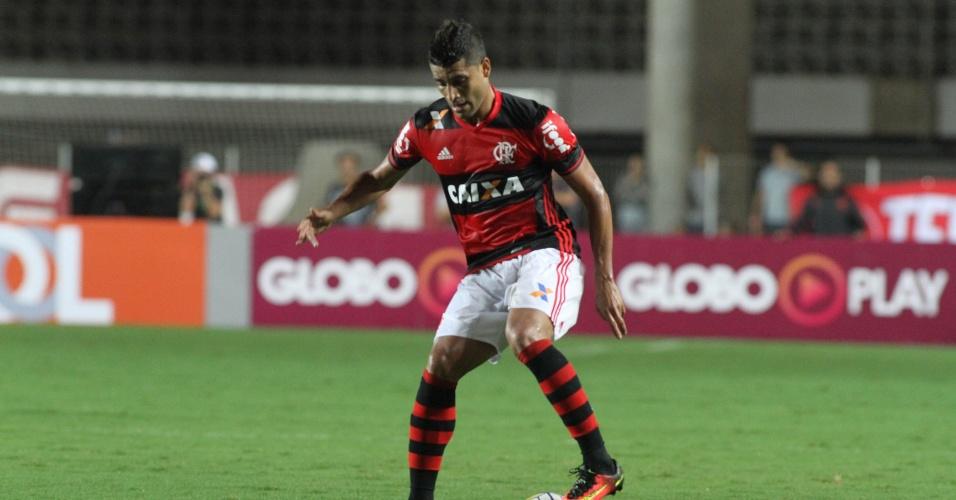 Ederson foi o autor do gol da vitória do Flamengo sobre o Internacional em Cariacica