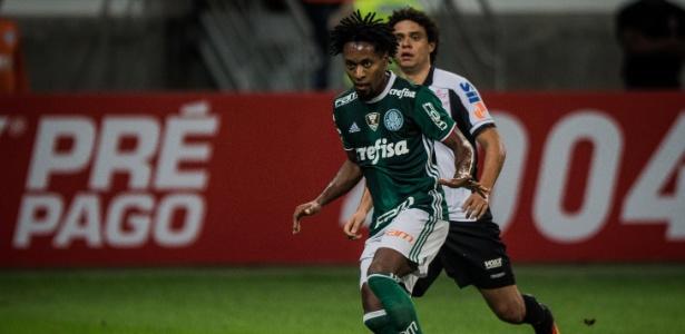 Zé Roberto pode não parar de jogar na próxima temporada - Eduardo Anizelli/Folhapress