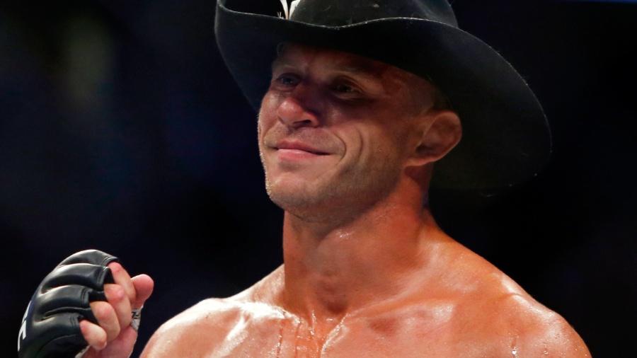 Donald Cerrone celebra após derrotar Rick Story no UFC 202 - Steve Marcus/Getty Images