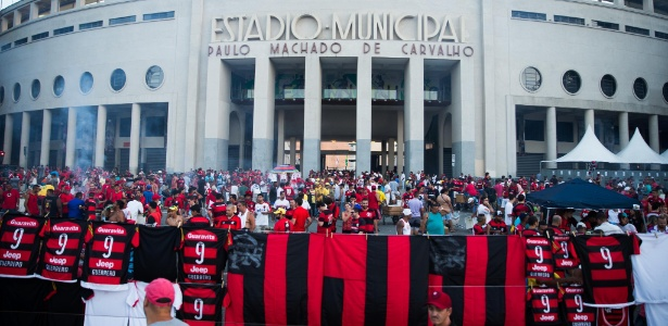 Torcida do Flamengo lotou o Pacaembu na partida contra o Figueirense