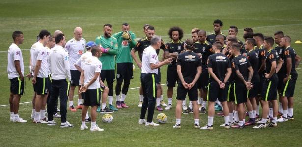 Clubes brasileiros fazem pré-temporada. Tite preparará equipe para amistoso