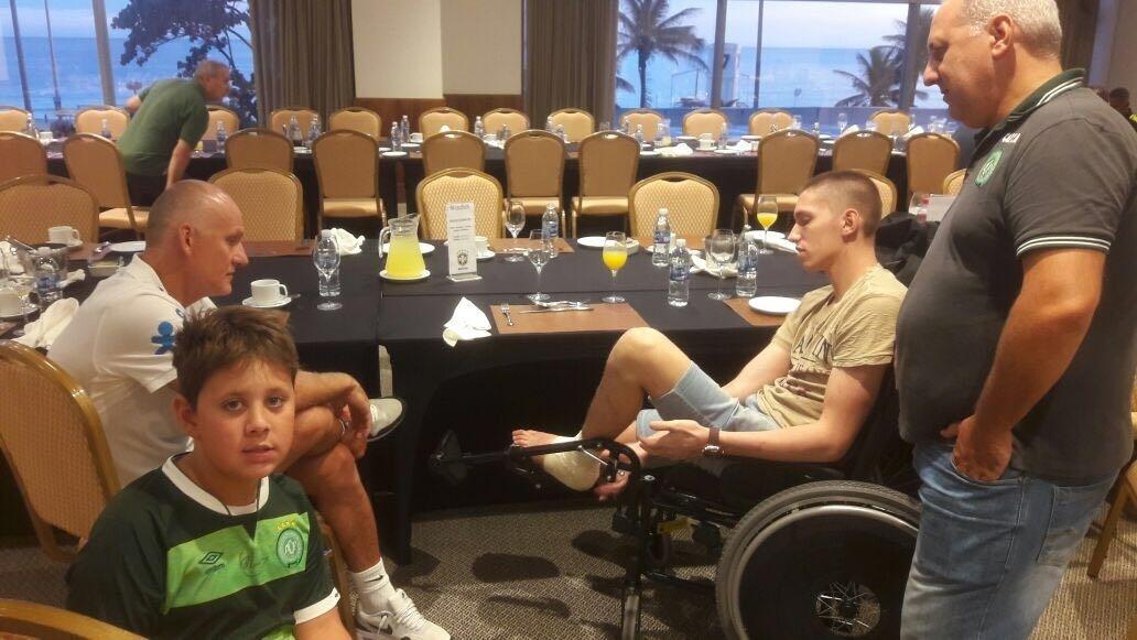 Jackson Follmann conversa com Taffarel na concentração da seleção brasileira