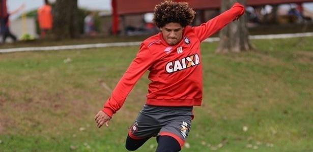 Felipe Gedoz comanda o Atlético contra o Paraná na Arena