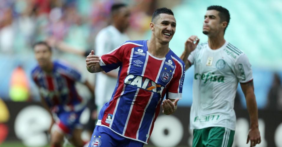 Vinícius comemora gol de empate do Bahia diante do Palmeiras pelo Campeonato Brasileiro 2017