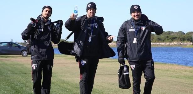 Luiz Felipe Batista, ao centro, e Raony Thadeu, à direita, são analistas de desempenho