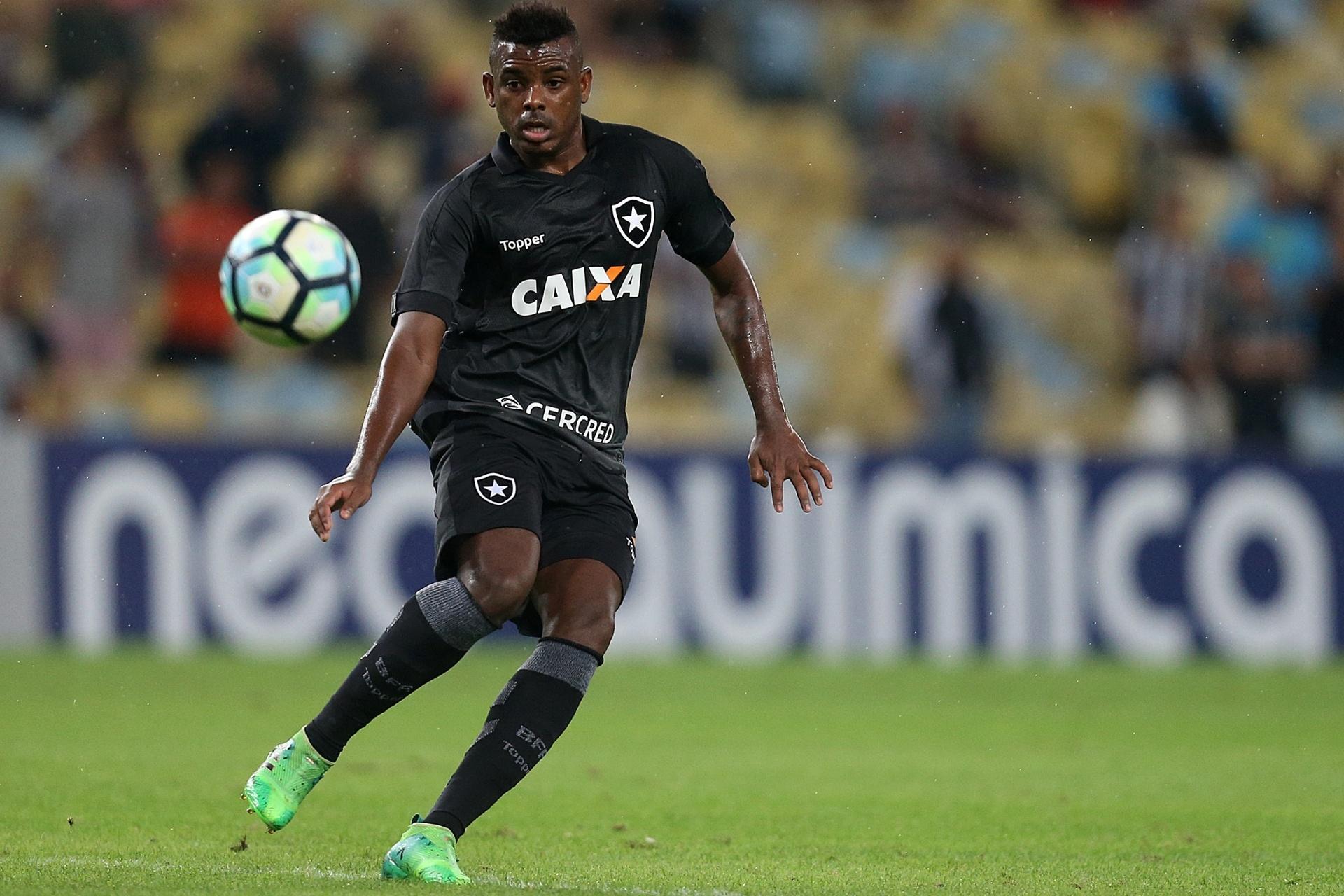 70fb985fdf Atacante chegou na troca por Sassá. E já conquistou o Botafogo - 16 07 2017  - UOL Esporte