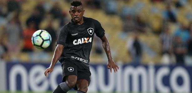 Marcos Vinícius estreou bem e foi muito aplaudido pelos torcedores presentes no Maracanã