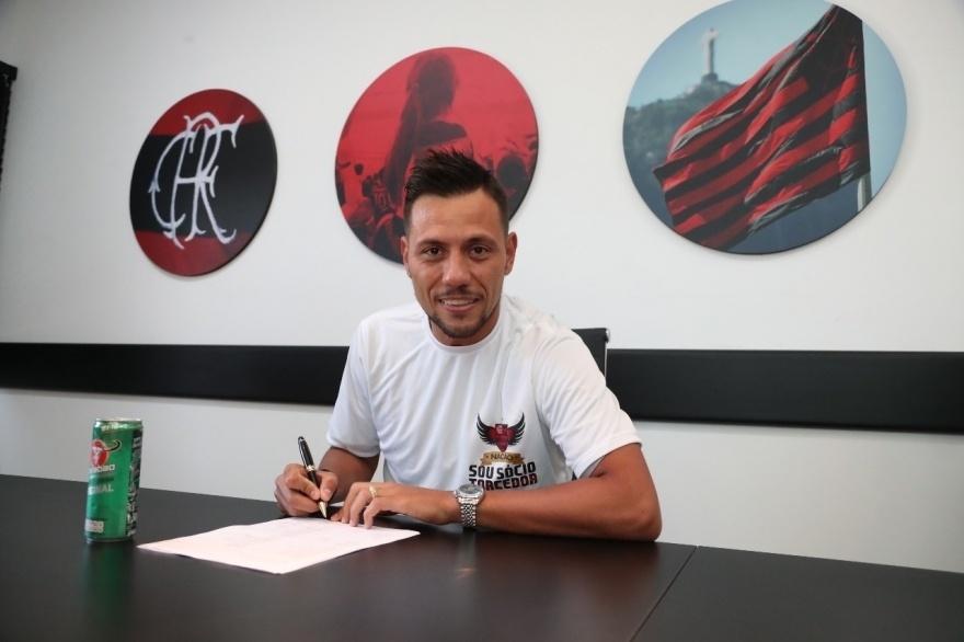 O goleiro Diego Alves assinou contrato com o Flamengo até dezembro de 2020
