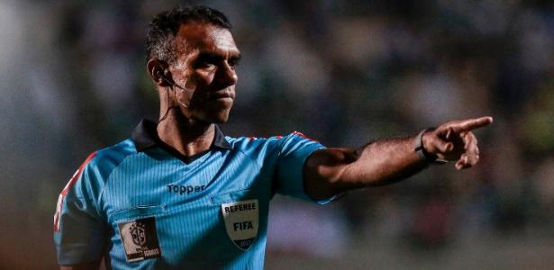 O árbitro Dewson Freitas apitará a partida de ida da final do Campeonato Mineiro - Ale Cabral/AGIF