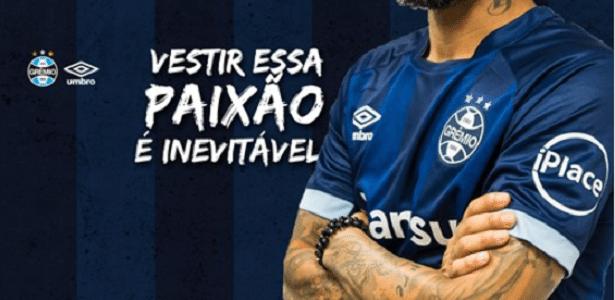 Grêmio lança novo modelo de terceiro uniforme  inspirado na tradição .  Divulgação Grêmio d3f17d420ce6d