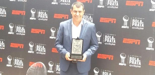Carille foi premiado como o melhor técnico do Campeonato Brasileiro
