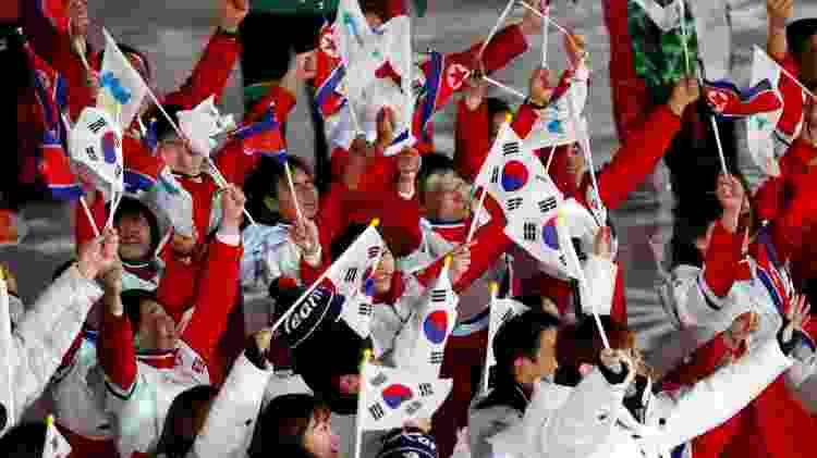 Coreias do Sul e do Norte desfilam juntas no encerramento da Olimpíada de Inverno - DAMIR SAGOLJ/REUTERS - DAMIR SAGOLJ/REUTERS