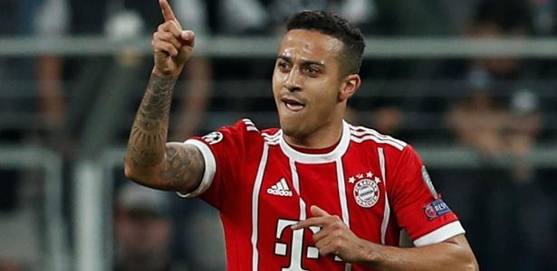 Thiago Alcântara comemora gol do Bayern contra o Besiktas