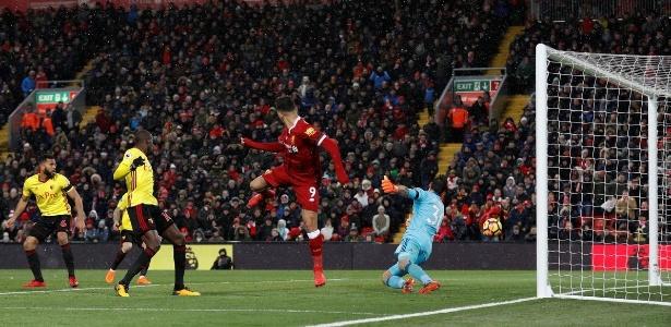 Roberto Firmino fez gol de letra para o Liverpool contra o Watford