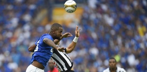 Zagueiro Dedé foi bastante elogiado por atuações contra Vasco e Atlético-MG